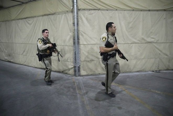 Police officers enter the Mandalay Bay resort and casino during a shooting near the Mandalay Bay resort and casino on the Las Vegas Strip, Sunday, Oct. 1, 2017, in Las Vegas. (AP Photo/John Locher)