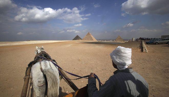 Στις Πυραμίδες της Γκίζας.