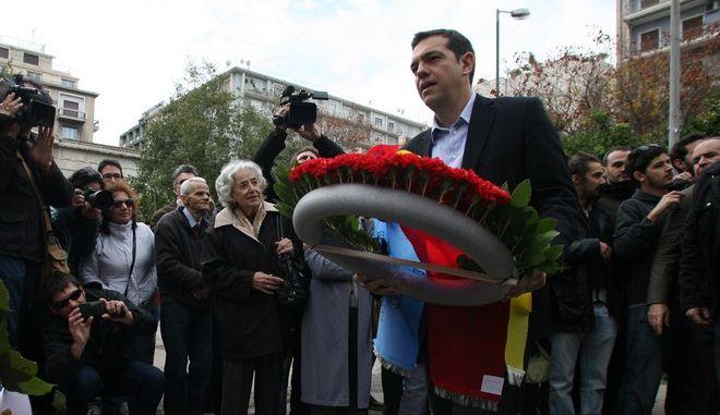 O Αλέξης Τσίπρας σε παλαιότερη κατάθεση στεφάνου στο Πολυτεχνείο
