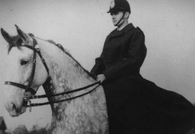Η αστυνομία ήταν από τους πρώτους πελάτες του Charles Macintosh.