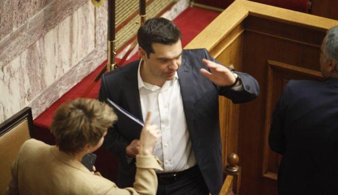 """Συζήτηση, για δεύτερη ημέρα, στην Ολομέλεια ατης Βουλής, των άρθρων και του συνόλου του σχεδίου νόμου του Υπουργείου Οικονομικών """"Επείγουσες διατάξεις για την εφαρμογή της Συμφωνίας Δημοσιονομικών Στόχων και Διαρθρωτικών Μεταρρυθμίσεων και άλλες διατάξεις"""", την Κυριακή 22 Μαΐου 2016.  (EUROKINISSI/ΓΙΩΡΓΟΣ ΚΟΝΤΑΡΙΝΗΣ)"""