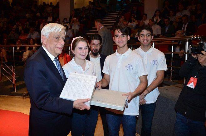 Ο Προκόπης Παυλόπουλος μαζί με μαθητές της Ελληνογερμανικής Αγωγής στο Athens Science Festival