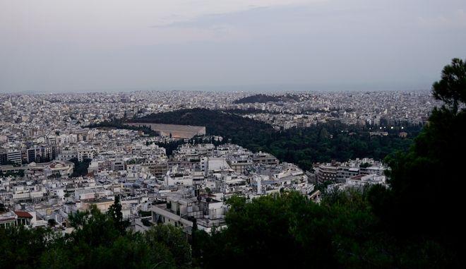 Στιγμιότυπο πάνω από την πόλη της Αθήνας (EUROKINISSI/ ΓΙΩΡΓΟΣ ΚΟΝΤΑΡΙΝΗΣ)