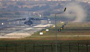 Αμερικανικό μεταγωγικό αεροσκάφος στην αεροπορική βάση του Ιντσιρλίκ στην Τουρκία