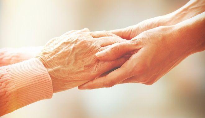 Συγκινητικό: 98χρονη μπαίνει στον ίδιο οίκο ευγηρίας με τον 80χρονο γιο της για να τον φροντίζει