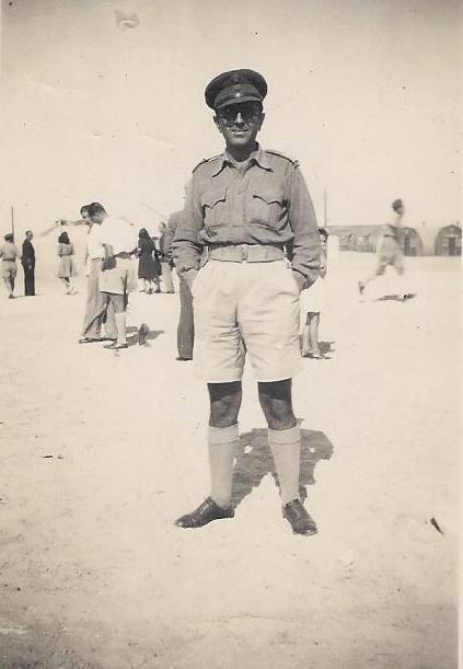 Ο πατέρας μου στην έρημο τον Ιούνιο του 1942, λίγο πριν την πρώτη μάχη του Ελ Αλαμέιν.