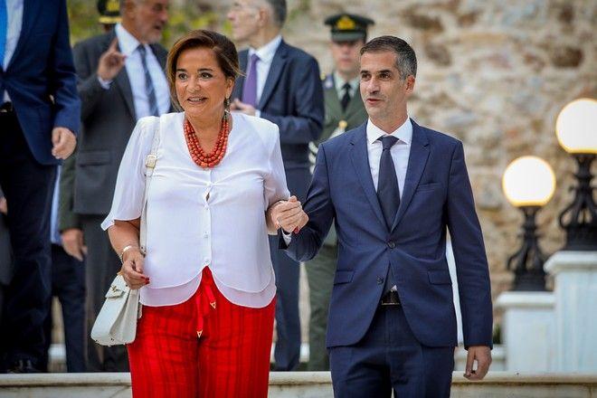Ντόρα και Κώστας Μπακογιάννης κατά την άφιξή τους στο Προεδρικό Μέγαρο