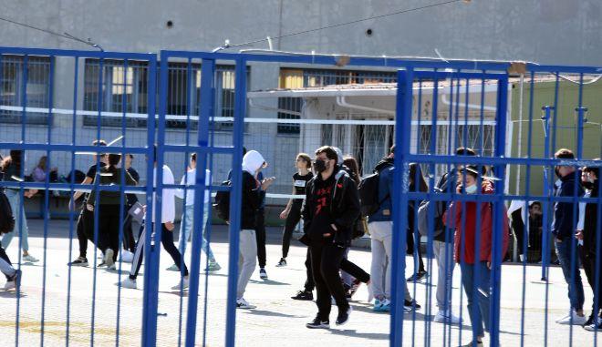 Εύοσμος: Ένταση με γονείς μαθητή που αρνήθηκε να κάνει self test