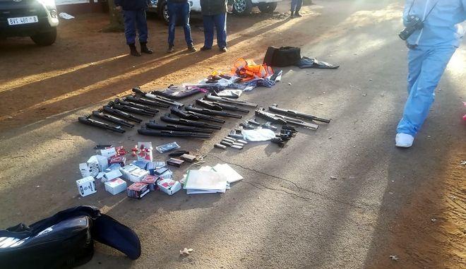 Όπλα που χρησιμοποιήθηκαν για την επίθεση.