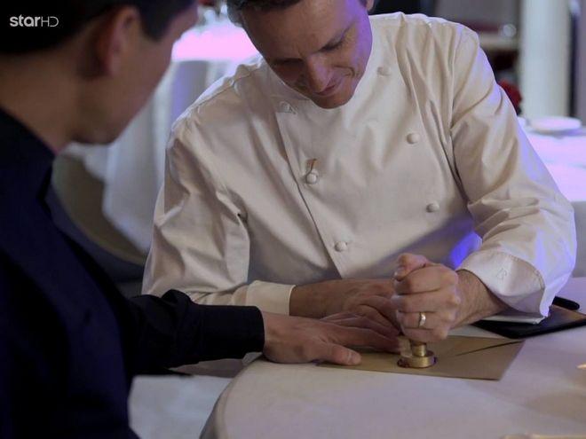 Ο βρετανός σεφ σφραγίζει την ετυμηγορία του για τους δύο φιναλίστ του master chef με κερί