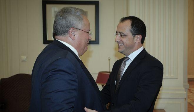 Στιγμιότυπο από τη συνάντηση του υπουργού Εξωτερικών Νίκου Κοτζιά με τον Κύπριο ομόλογό του Νίκο Χριστοδουλίδη