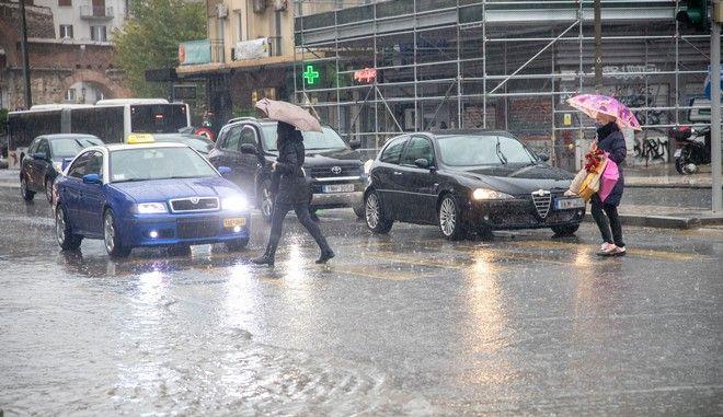 Κακοκαιρία την Τρίτη με έντονες βροχές και καταιγίδες και θυελλώδεις ανέμους