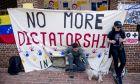 Ακτιβιστές στην πρεσβεία της Βενεζουέλας
