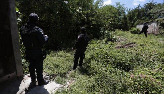 Μεξικό: Εντοπίστηκαν 32 σοροί και 9 ανθρώπινα κρανία στο Γκερέρο