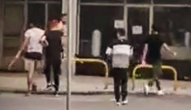 Θεσσαλονίκη: Βίντεο - ντοκουμέντο από επίθεση με ραβδιά σε αλλοδαπό