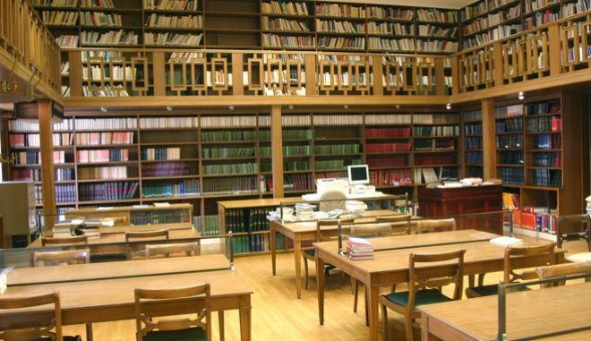 Η βιβλιοθήκη της Βουλής.