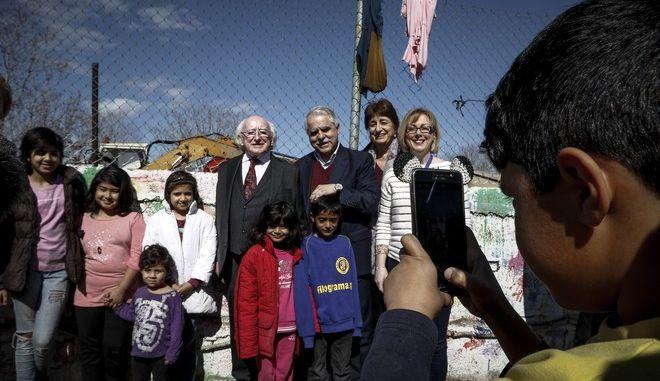 Επίσκεψη  του προέδρου της Ιρλανδίας Μάικλ Χίγκινς, στην δομή φιλοξενίας προσφύγων στον Ελαιώνα το Σάββατο 24 Φεβρουαρίου 2018. (EUROKINISSI/ΓΙΩΡΓΟΣ ΚΟΝΤΑΡΙΝΗΣ)
