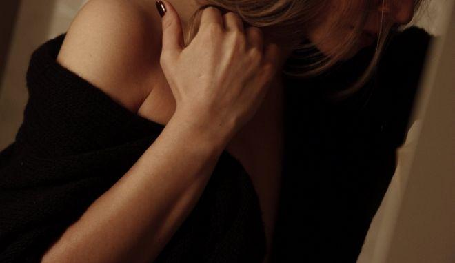 Γραμματέας υπουργού πωλούσε σεξ μέσω διαδικτύου