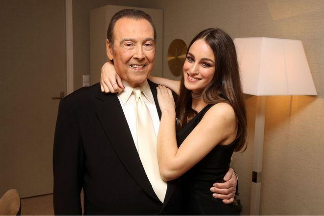 Πρεμιέρα Τόλη Βοσκόπουλου - Ο τραγουδιστής με την κόρη του Μαρία