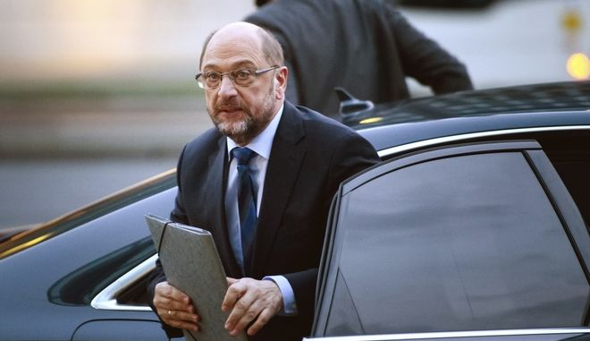 Social Democratic Party, SPD, leader Martin Schulz arrives for coalition talks at chancellor Merkel's Christian Democrats' headquarter in Berlin, Germany, Sunday Jan 28, 2018. (Gregor Fischer/dpa via AP)