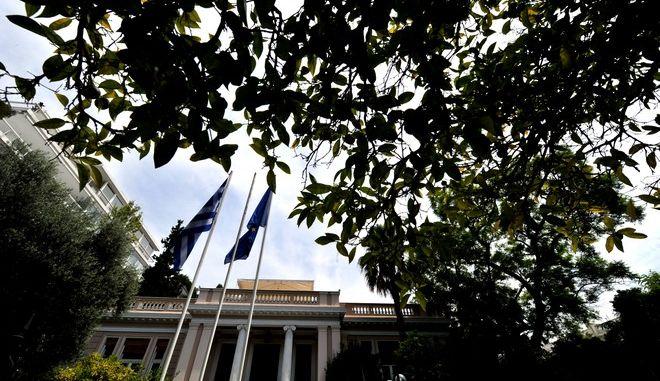 Σύσκεψη στο μέγαρο Μαξίμου του πρωθυπουργού Αλέξη Τσίπρα με το οικονομικό επιτελείο,λίγο πρίν την συνάντηση με το κουαρτέτο των δανειστών στο Χίλτον,Κυριακή 9 Αυγούστου 2015 (EUROKINISSI/ΤΑΤΙΑΝΑ ΜΠΟΛΑΡΗ)