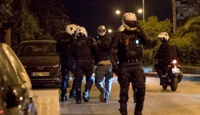 Προσαγωγή νεαρού από την αστυνομία στα επεισόδια της Νέας Σμύρνης