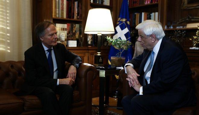 Ο Πρόεδρος της Δημοκρατίας Προκόπης Παυλόπουλος με τον Ιταλό υπουργό Εξωτερικών Έντσο Μοαβέρο Μιλανέζι