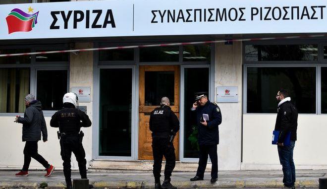 Αστυνομικοί έξω από τα γραφεία του ΣΥΡΙΖΑ στη πλατεία Κουμουνδούρου