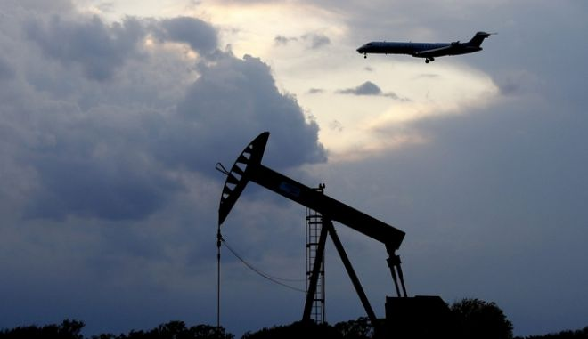 Η πτώση των τιμών του πετρελαίου συνεχίζεται