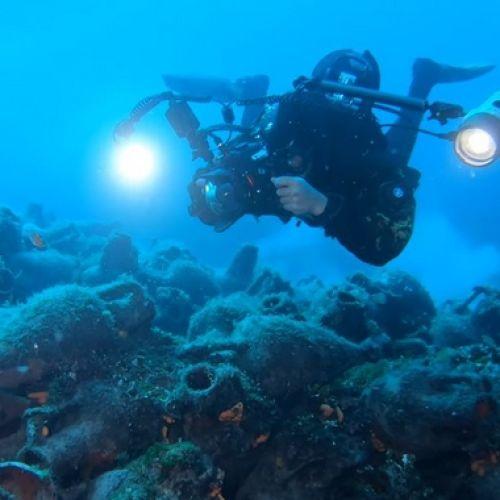 Δύτης στο υποβρύχιο μουσείο