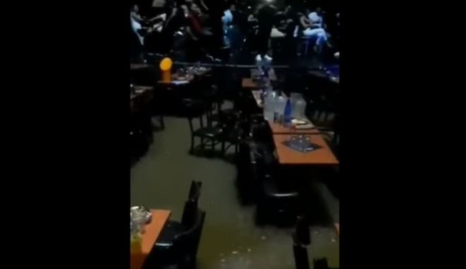 Κακοκαιρία στην Αχαΐα: Βίντεο από το κέντρο διασκέδασης όπου εγκλωβίστηκαν 1.000 άνθρωποι