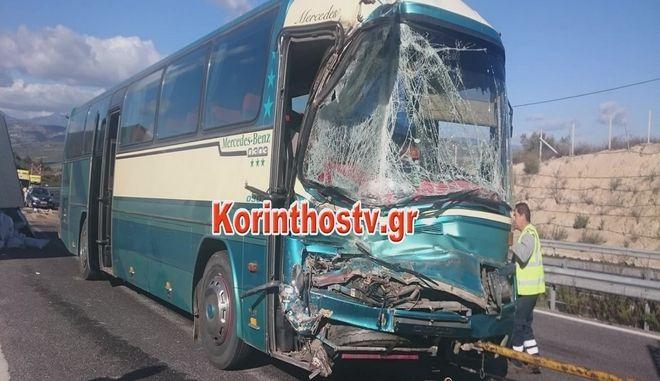 Τροχαίο με τραυματίες στην εθνική Κορίνθου-Τριπόλεως: Σύγκρουση ΚΤΕΛ με φορτηγό