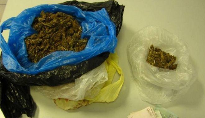 Διακινούσαν ναρκωτικά από δημοτικό σχολείο στη Λάρισα