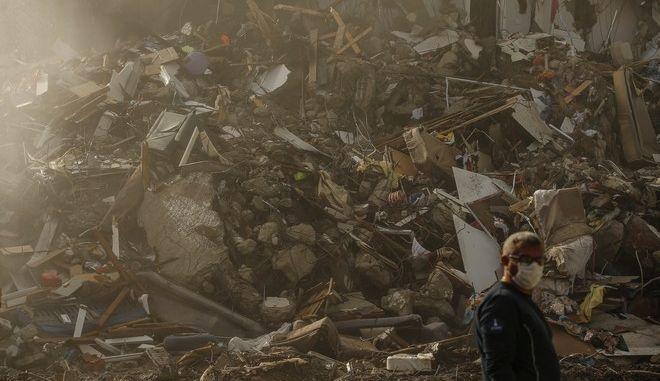Ερείπια από το σεισμό στην Τουρκία