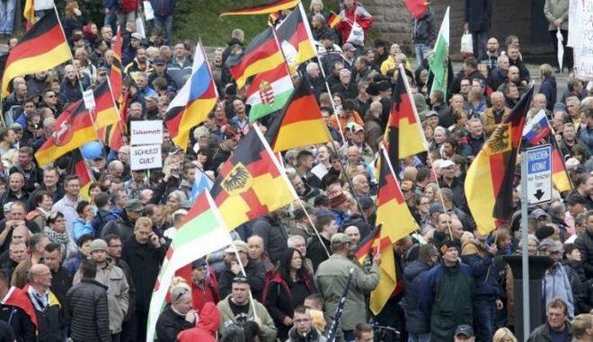 Die Welt: Στη Δρέσδη αντήχησε η φωνή του Τρίτου Ράιχ