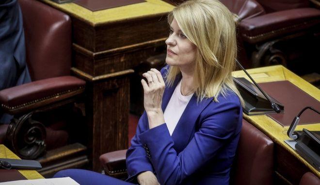 Η Θεοδώρα Τζάκρη στο Κοινοβούλιο