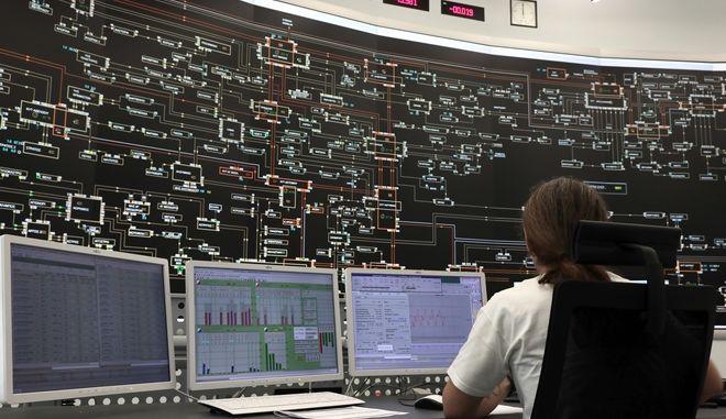 Στιγμιότυπο από το κέντρο ελέγχου του ΔΕΔΔΗΕ στο Κρυονέρι