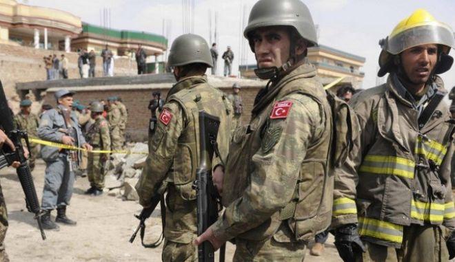 Ο τουρκικός στρατός συνέλαβε 10 τζιχαντιστές κοντά στα σύνορα με τη Συρία