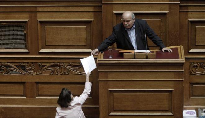 Ομόφωνο το 'ναι' της Βουλής για τη διαβίβαση του φακέλου της Κύπρου