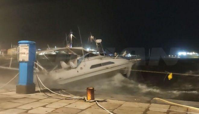 Ιανός: Μέχρι και 11 μποφόρ στη Ζάκυνθο - Διακοπή ρεύματος και ξηλωμένες στέγες