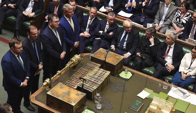 Στιγμιότυπο από την ανακοίνωση των αποτελεσμάτων στο Βρετανικό Κοινοβούλιο