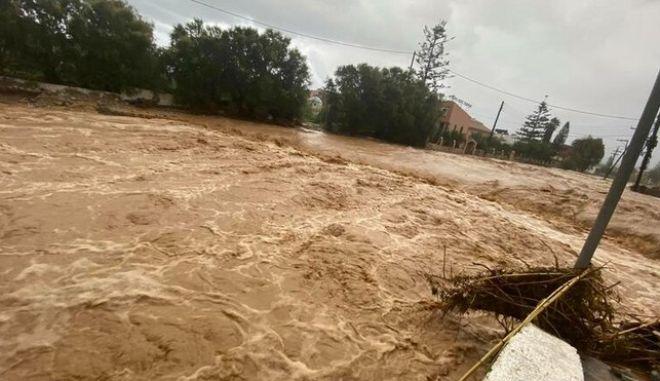 Κρήτη: Εντονη βροχόπτωση και φόβοι για νέες πλημμύρες