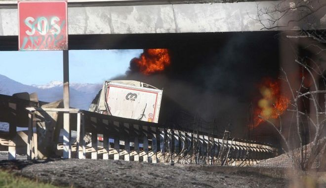 Τραγικό τροχαίο στην Ιταλία: Βυτιοφόρο συγκρούστηκε με δύο οχήματα και εξερράγη
