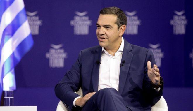 Στιγμιότυπο από την ομιλία του προέδρου του ΣΥΡΙΖΑ, Αλέξη Τσίπρα στο Οικονομικό Φόρουμ Δελφών.