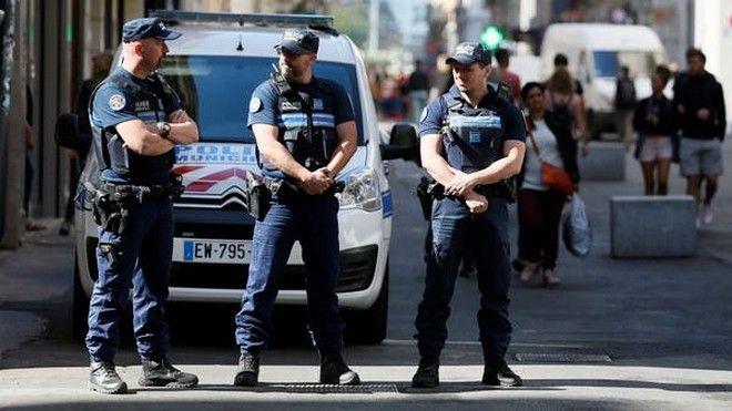Τρόμος στη Γαλλία: Έλληνας ιερέας πυροβολήθηκε στη Λυών