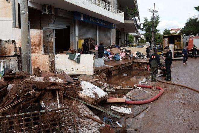 Καταστροφές από τις πλημμύρες στη Μάνδρα το Σάββατο 18 Νοεμβρίου 2017. (EUROKINISSI/ΤΑΤΙΑΝΑ ΜΠΟΛΑΡΗ)