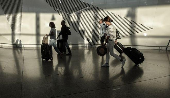 Ταξιδιώτες στο Ελ.Βενιζέλος, Αρχείο