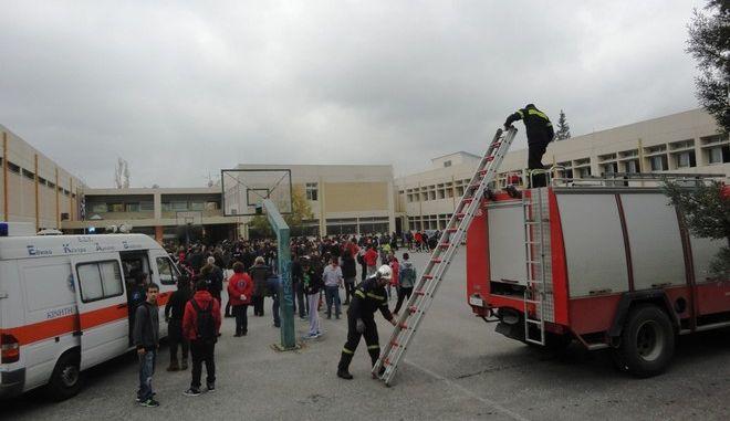 Πανικός από πυρκαγιά σε σχολείο του Βόλου