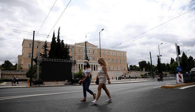Κόσμος στο κέντρο της Αθήνας.