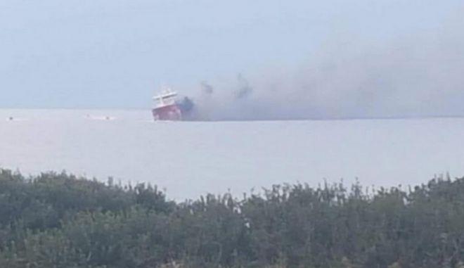 Έκρηξη και πυρκαγιά σε τάνκερ στην Κύπρο